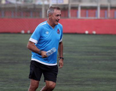 Horacio Cordero, técnico de Municipal, confía en su equipo para el juego contra Real España. (Foto Prensa Libre: Francisco Sánchez)