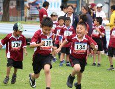 Los niño mostraron su alegría al participar en las competencias de atletismo. (Foto Prensa Libre: Raúl Juárez)