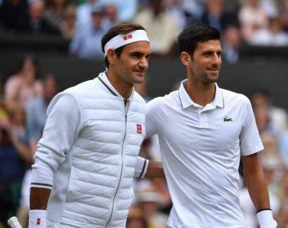 Novak Djokovic venció a Federer en la final de Wimbledon más larga de la historia del torneo. (Foto Prensa Libre: EFE)