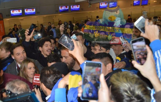 Locura en Argentina por De Rossi. (Foto Prensa Libre: Twitter @La12tuittera)