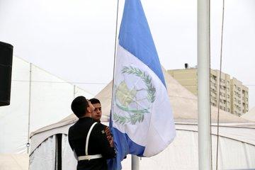 La bandera de Guatemala fue izada esta tarde en Lima. (Foto Prensa Libre: Cortesía COG)