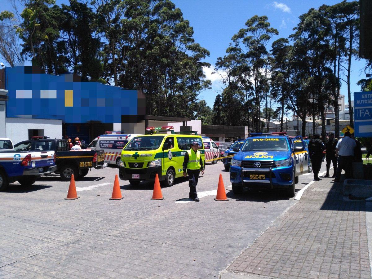 Ataque armado dentro de agencia bancaria deja un guardia muerto en carretera a El Salvador