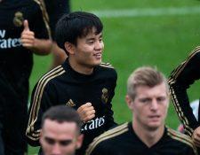 El jugador japonés del Real Madrid Takefusa Kubo (c) participa durante un entrenamiento en las instalaciones del Montreal Impact, Canadá. (Foto Prensa Libre: EFE).