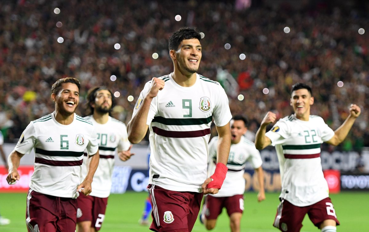 México vence 1-0 a Haití y avanza a la final con polémica