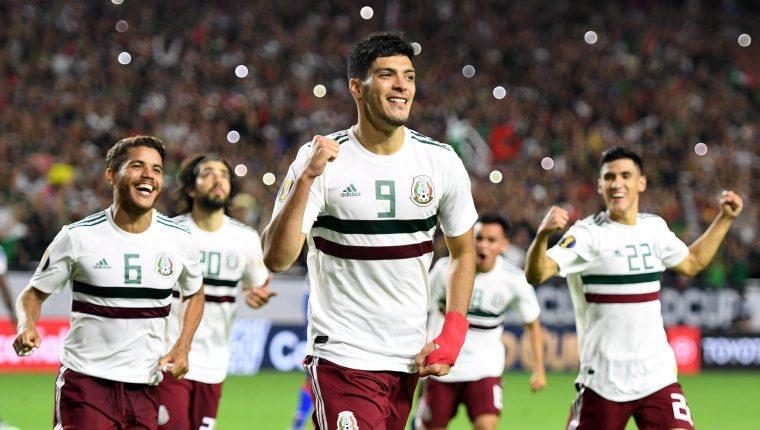 Así festejaron los jugadores de México, el gol de Jiménez. (Foto Prensa Libre: AFP)