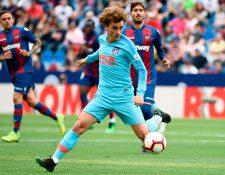 El francés Antoine Griezmann está cerca de fichar con el Barcelona y de dejar al Atlético de Madrid. (Foto Prensa Libre: AFP).