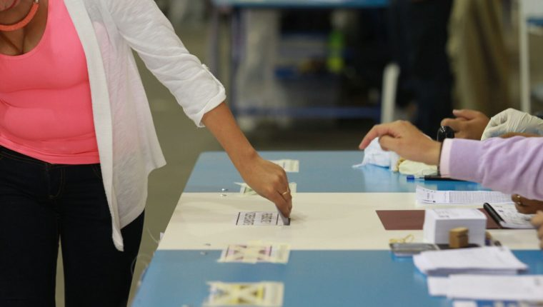 Para atender cualquier emergencia que se pueda dar durante la segunda vuelta electoral varias instituciones están en alerta. (Foto Prensa Libre: Hemeroteca PL)