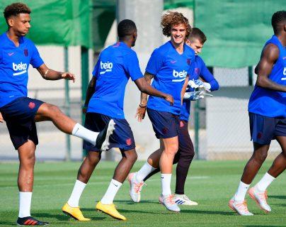 Antoine Griezmann (centro) vive momentos de emociones con el FC Barcelona. (Foto Prensa Libre: AFP)