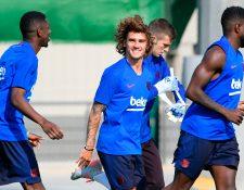 Antoine Griezmann luce motivado con sus nuevos compañeros de equipo. (Foto Prensa Libre: AFP)