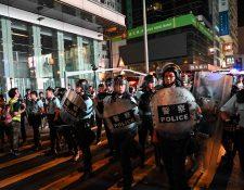 Policía dispersa en Hong Kong a manifestantes que se oponen a proyecto de ley de extradición. (Foto Prensa Libre: AFP).