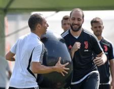 Gonzalo Higuaín regresó con la Juventus después de su paso por el Chelsea. Ahora realizará la pretemporada. (Foto Prensa Libre: Instagram Juventus)