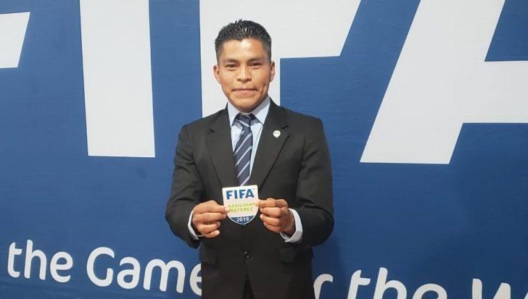 Humberto Panjoj participó en la final de la Copa Oro 2019, donde pitó el encuentro entre México y Estados Unidos. (Foto Prensa Libre: Facebook Humberto Panjoj)