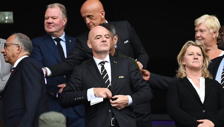 El presidente de la Fifa, Gianni Infantino -al centro-, está satisfecho con la organización del Mundial Femenino de Futbol Francia 2019 (Foto Prensa Libre: AFP)