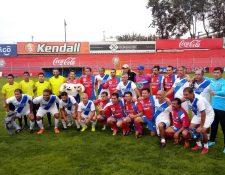 Los exfutbolistas apoyaron la iniciativa para apoyar a Jaime Batres. (Foto Prensa Libre: Cortesía)