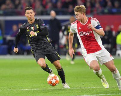 La Juventus de Turín hizo oficial el fichaje del holandés Matthijs De Ligt, quien llega al cuadro turinés procedente del Ajax en una operación de €85.5 millones y con un contrato hasta el 2024. Ahora compartirá vestuario con Cristiano Ronaldo (Foto Prensa Libre: AFP)