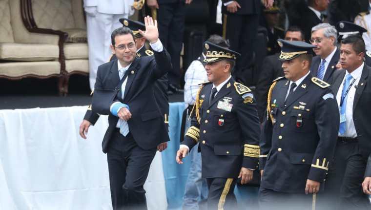 El presidente Jimmy Morales durante el desfile del Día del Ejército. (Foto Prensa Libre: Hemeroteca PL)