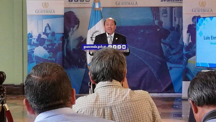 El viceministro de Gobernación Luis Arévalo en conferencia de prensa. (Foto Prensa Libre: Érick Ávila)
