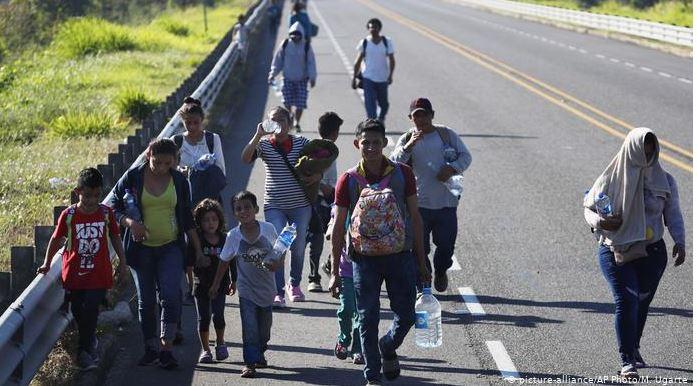 Miles de migrantes cruzn las fronteras centroamericanas cada día. (Foto Prensa Libre:  Deutsche Welle)