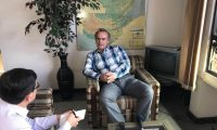 El empresario atendió a Prensa Libre y Guatevisión en su oficina en la zona 9. (Foto Prensa Libre: Alejandro Morales)