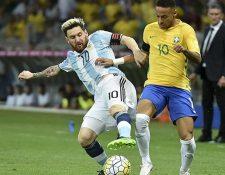 Messi se enfrento al Brasil de Neymar para la eliminatoria a Rusia 2018. (Foto Prensa Libre: Hemeroteca PL)