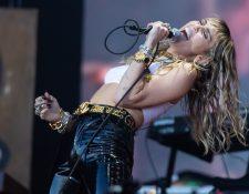 Miley Cyrus durante su interpretación en el Festival Glastonbury.  (Foto Prensa Libre: Yui Mok/PA Wire/dpa).