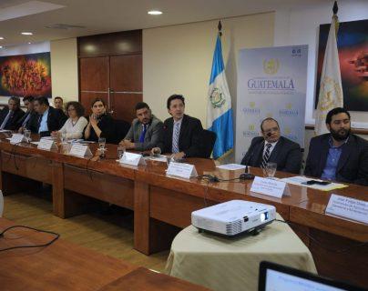 El Ministro de Finanzas Víctor Martínez  mencionó la recaudación, la brecha fiscal, y por aparte la oportunidad que tendrá el país de emitir los bonos de carbono. (foto, Prensa Libre: Minfin).