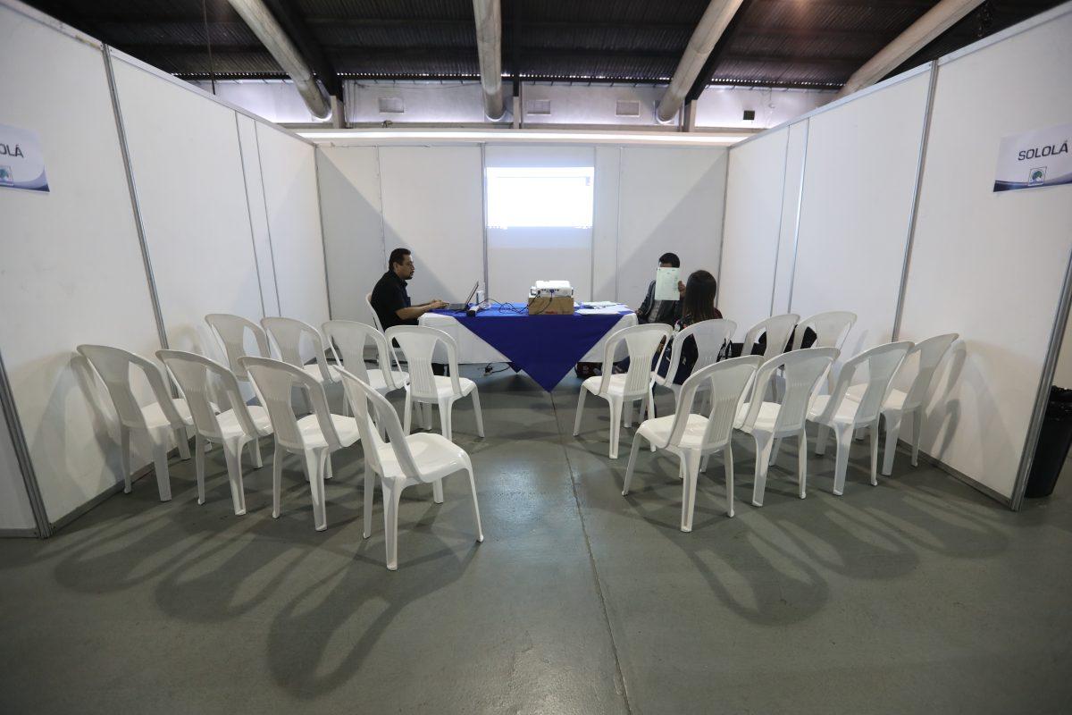 Partidos desisten de revisar las actas de votos de la primera vuelta a pesar de inconsistencias señaladas