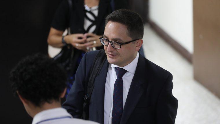 Juan Francisco Sandoval, jefe de la Fiscalía Especial contra la Impunidad, al salir de audiencia judicial en la Torre de Tribunales. (Foto Prensa Libre: Hemeroteca PL)