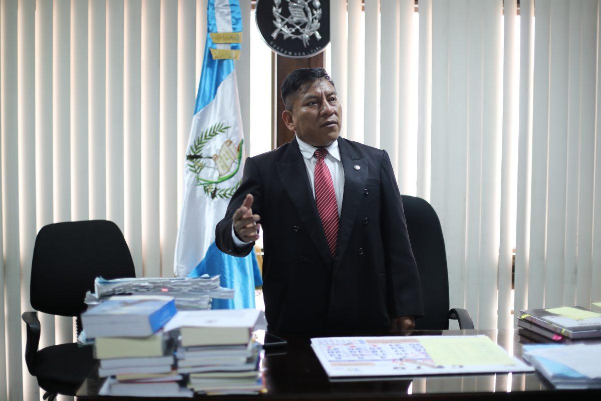 Amparo detiene citación a juez Pablo Xitumul ante pesquisidor
