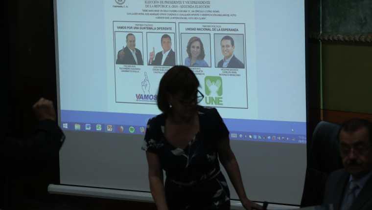 Según expertos en semiología el lugar derecho en la papeleta electoral influye positivamente en el electorado. (Foto Prensa Libre: Esbin García)