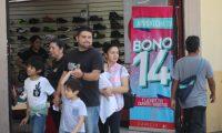 Ofertas en los comercios en la sexta avenida esto por lo del bono 14, en el cual los comicios hacen rebajas a los productos.   Fotograf'a Erick Avila               13/07/2019