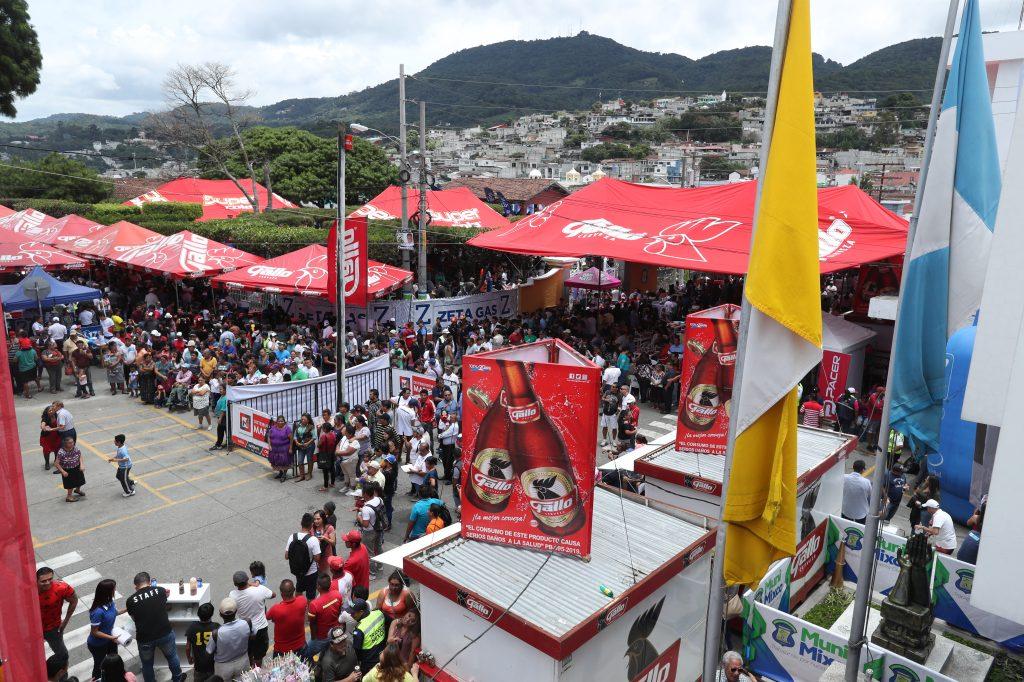 Una vista panorámica donde  se lleva acabo la Feria del Chicharrón, en el municipio de Mixco. (Foto Prensa Libre: Esbin García)