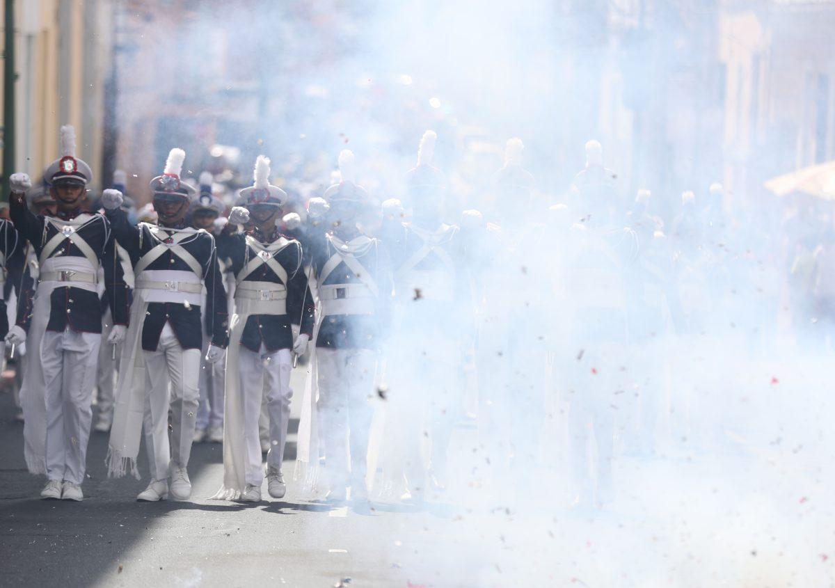 Fotogalería: desfile por aniversario del Liceo Mercantil, el paso por Arco de Correos.