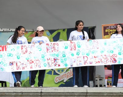 En la concha acústica del Parque Centenario  se llevo acabo la conmemoración del Día Mundial contra la Trata de Personas, donde participaron varias organizaciones y  establecimientos educativos. (Foto Prensa Libre: Erick Ávila)
