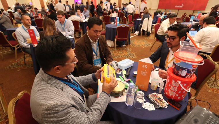 El punto final a la incertidumbre política será con los resultados de la segunda vuelta presidencial y se espera una reactivación en el clima de negocios, señalan empresarios. (Foto Prensa Libre: Hemeroteca)