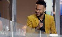 CAF2367. BELO HORIZONTE (BRASIL), 03/07/2019.- El jugador de Brasil Neymar asiste al partido Brasil-Argentina de semifinales de la Copa América de Fútbol 2019, en el Estadio Mineirão de Belo Horizonte, Brasil, hoy 2 de julio de 2019. EFE/Fernando Bizerra