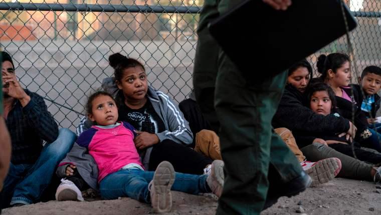 """Gobierno de EE. UU. asegura que situación de niños migrantes """"es mejor ahora"""""""