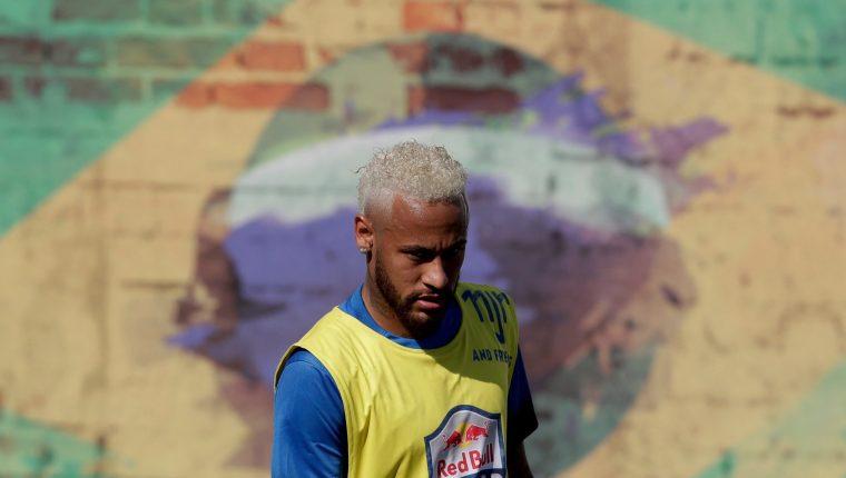 La pugna por los servicios de Neymar es fuerte por parte del FC Barcelona. (Foto Prensa Libre: EFE)