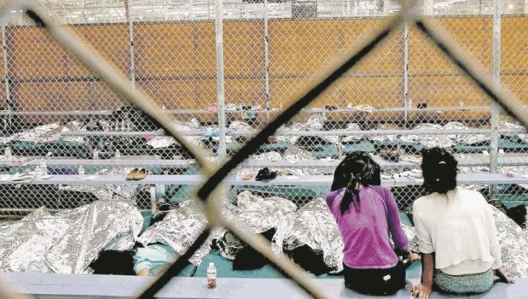 Varios niños migrantes que son retenidos permanecen en condiciones deplorables. (Foto Prensa Libre: Hemeroteca PL).