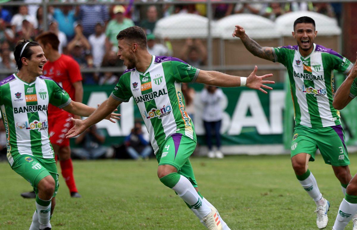 Juan Osorio, el colombiano que imprime coraje en el club Antigua GFC