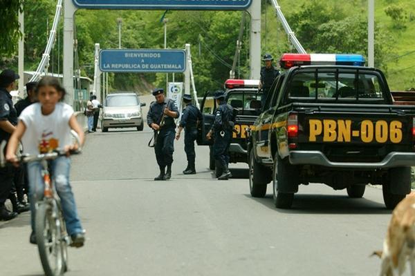 La Policía Nacional Civil comparte información de prófugos con las autoridades de El Salvador para agilizar capturas de criminales. (Foto Prensa Libre: Hemeroteca PL)