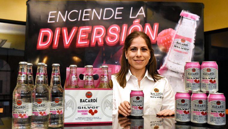 Muestras las nuevas presentaciones de Bacardi. Foto Cortesía