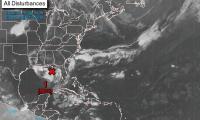 Imagen muestra el sistema de bajas presiones en el Golfo de México. (Foto Prensa Libre: Centro Nacional de Huracanes).