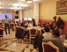 Empresarios que participan en la primera corte del programa aprenden con el profesor Vincent Onyemah. (Foto Prensa Libre: María Longo)