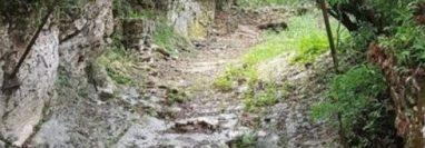 El Río San Simón está seco, lo que alarmó a turistas. (Foto Prensa Libre: Tomada de redes sociales)