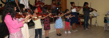 En cada interpretación, los estudiantes dieron lo mejor de sí. (Foto Prensa Libre: Víctor Chamalé)