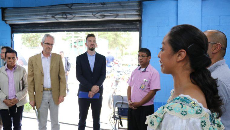 Representantes de la Cooperación Alemana supervisan las instalaciones del instituto INEB en Cunén, Quiché. (Foto Prensa Libre: Héctor Cordero)