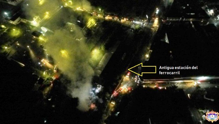 Una vivienda ubicada a la par de la antigua estación del tren en Coatepeque, Quetzaltenango, fue destruida por un incendio. (Foto Prensa Libre: Cortesía)