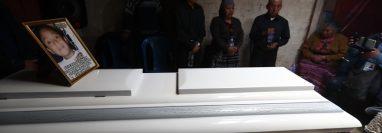 Los restos del niño Santos Josué Elías Tax Canastuj serán sepultados en el cementerio de Totonicapán. (Foto Prensa Libre: Mynor Toc)