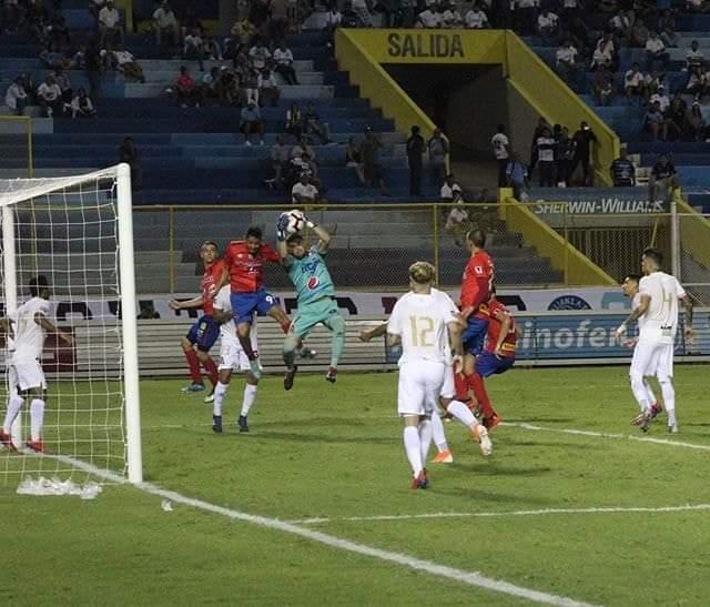 Municipal vuelve a la realidad con una derrota ante el Alianza en su estreno en la Copa Premier